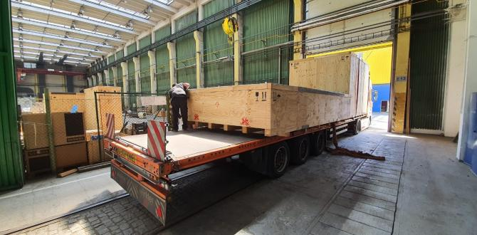 Cooperation Between UFO Members to Efficiently Handle Project Shipment